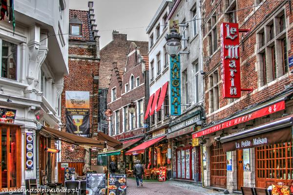 uliczka z restauracjami Bruksela